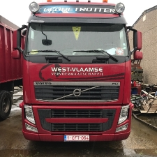 2011_volvo_fh13_460red_1