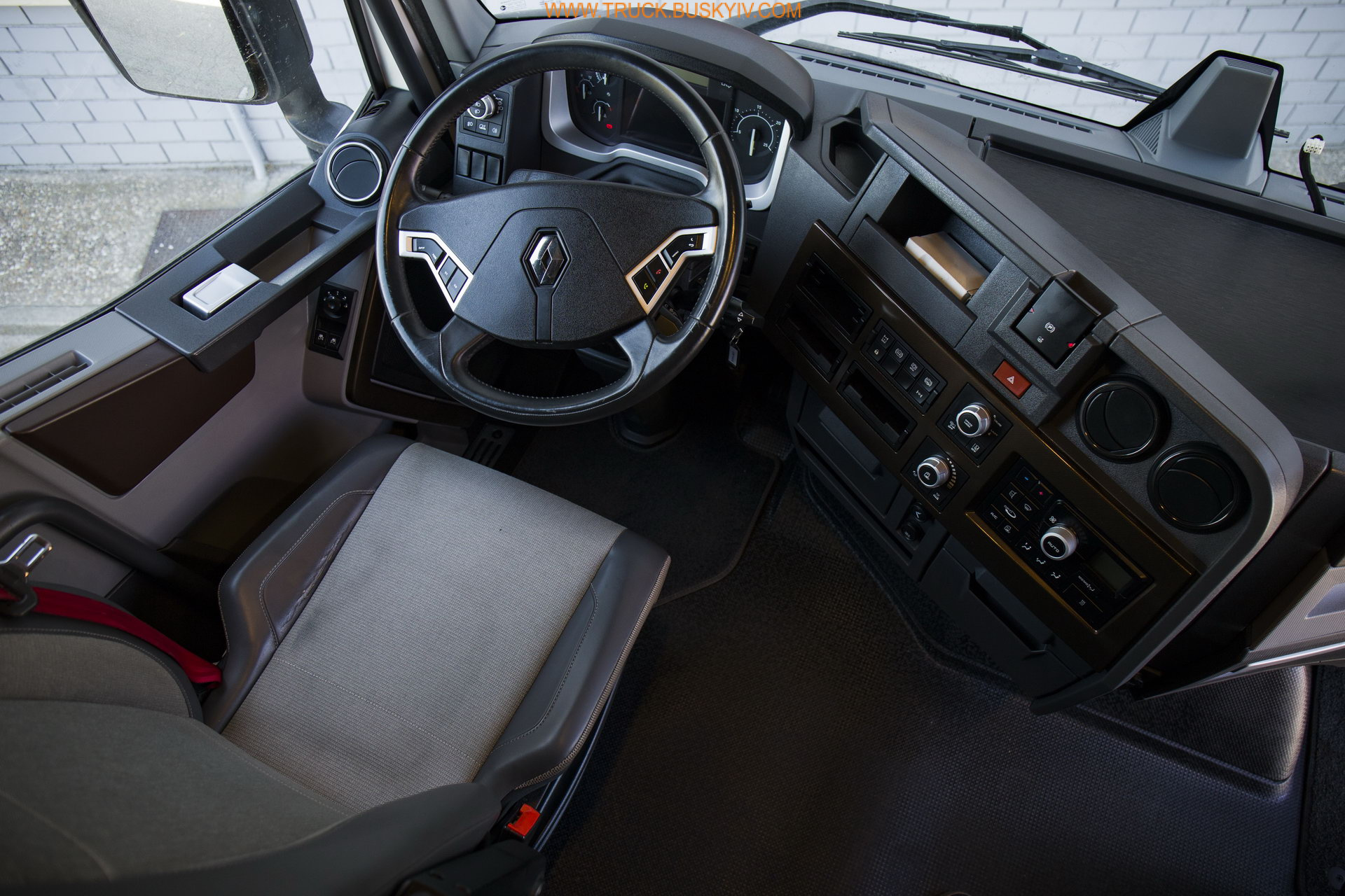 2016_renault_t520_12